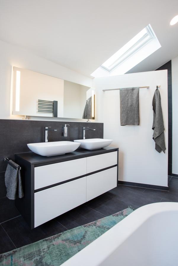 badgestaltung nach kundenwunsch mit m glichst wenigen 90 winkeln. Black Bedroom Furniture Sets. Home Design Ideas